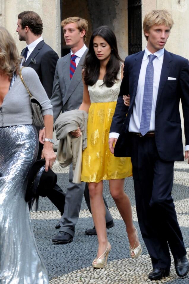 Le prince Christian de Hanovre et sa compagne Alessandra de Osma (à gauche, Pierre Casiraghi) en juin 2011 au mariage du prince Antonius von Furstenberg et de la comtesse Matilde Borromeo à Isola Bella sur le Lac Majeur.