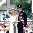 Photo du mariage du prince Haakon de Norvège et de la princesse Mette-Marit en août 2001.