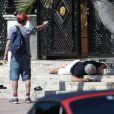 """Darren Criss (Andrew Cunanan) et Edgar Ramirez (Gianni Versace) sur le tournage de la série """"Versace: American Crime Story"""" à Miami, le 9 mai 2017 © CPA/Bestimage"""