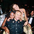 Naomi Campbell, Carla Bruni et Gianni Versace. Juin 1992.