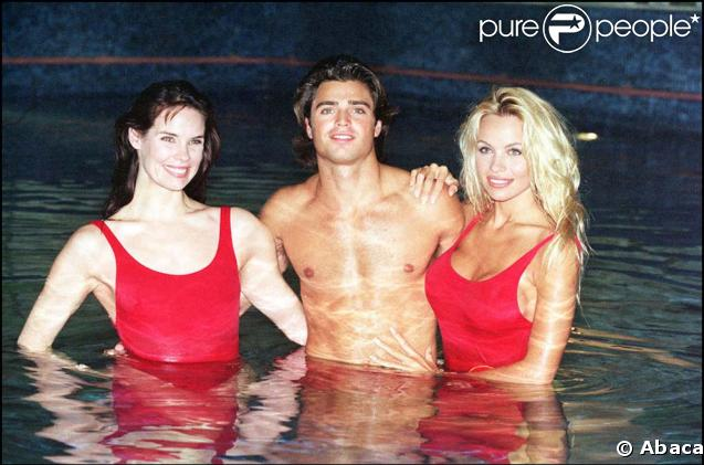 Stéphanie Holden (Alexandra Paul), Matt Brody (David Charvet) et C.J (Pamela Anderson)