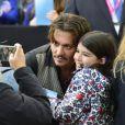 """Johnny Depp - L'équipe du film """"Pirates des Caraibes : La vengeance de Salazar"""" à Disneyland Paris le 15 mai 2017. © DisneylandParis via Bestimage"""