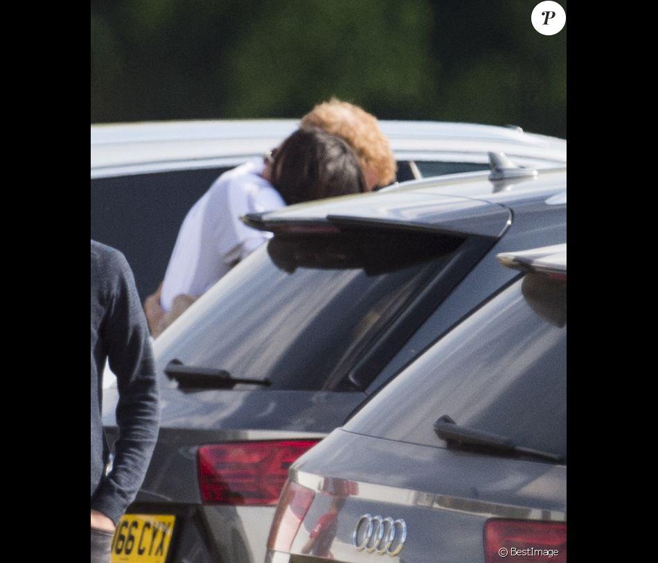 Meghan Markle et le prince Harry ont partagé quelques instants de tendresse en marge de l'Audi Polo Challenge que le prince disputait à Ascot le 7 mai 2017.