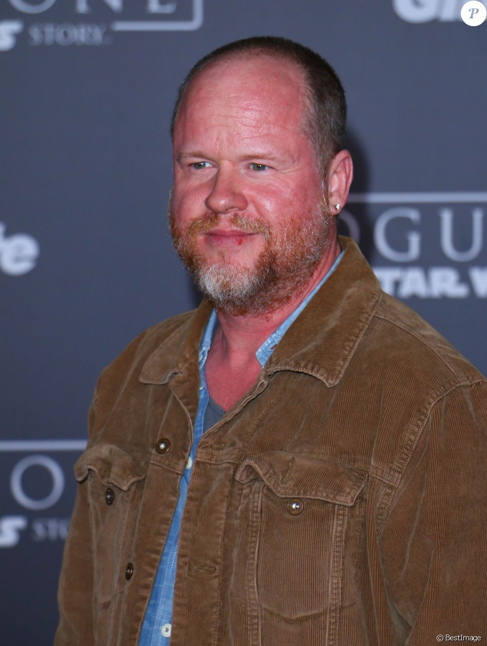 """Joss Whedon à la première de """"Rogue One: A Star Wars Story"""" au théâtre The Pantages à Hollywood, le 10 décembre 2016"""