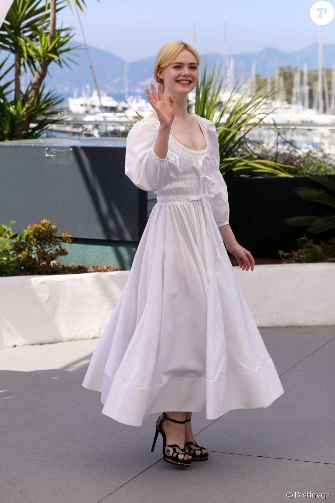 Elle fanning en robe alexander mcqueen au photocall du for Alexander mcqueen robe de mariage