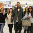 Exclusif - Chris Cornell, sa femme Vicky Karayiannis et leur fille Toni Cornell arrivent à Athènes en Grèce pour assister au concert d'Anna Vissi, le 6 avril 2017.
