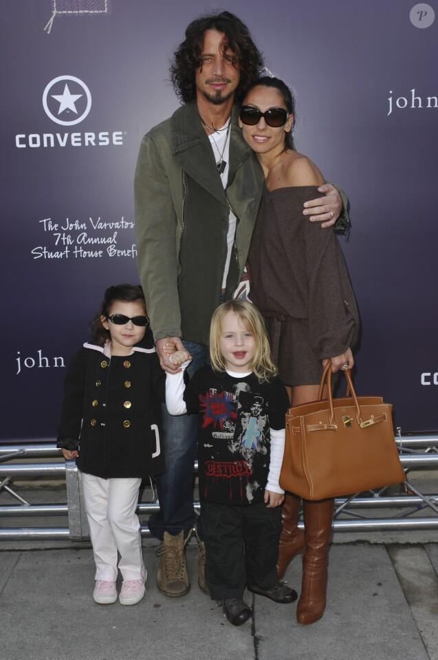 Chris Cornell, sa femme Vicky Karayiannis et leurs enfants Christopher Nicholas et Toni en mars 2009 à Los Angeles lors d'un événement caritatif.