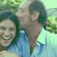 Suzanne Lindon, fille de Sandrine Kiberlain et Vincent Lindon, avec son père (photo postée le 24 octobre 2015).