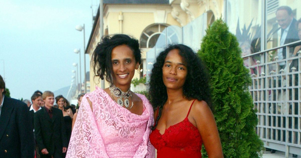 karine et sa soeur virginie silla cabourg en 2003 purepeople. Black Bedroom Furniture Sets. Home Design Ideas
