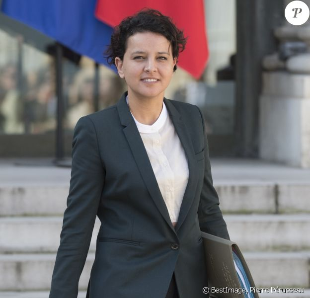 Najat Vallaud-Belkacem, alors ministre de l'éducation nationale, de l'enseignement supérieur et de la recherche sortant du conseil des ministres au Palais de l'Elysée à Paris le 30 mars 2017. © Pierre Pérusseau / Bestimage