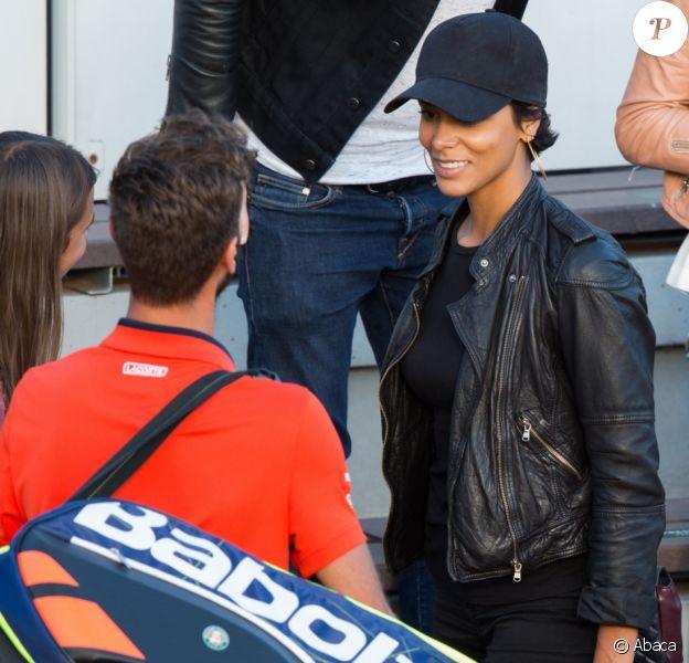 Shy'm était présente sur le court n°3 à Roland-Garros le 4 juin 2017 pour soutenir son compagnon Benoît Paire et sa partenaire de double mixte Chloé Paquet.