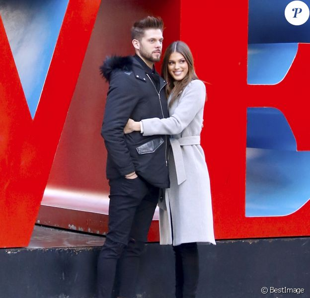"Exclusif - Prix Spécial - No web - No blog - Iris Mittenaere (Miss Univers) et son compagnon Matthieu se promènent dans les rues de Manhattan le jour de la Saint-Valentin à New York, le 14 février 2017. Ils ont pris des photos et ont posé devant la célèbre ""Love Sculpture"". Ils ont déjeuné au restaurant ""Le Pain Quotidien"", puis se sont promenés à Times Square et ont échangé un tendre baiser. For Germany call for price No web/No blog pour Belgique/Suisse Exclusive - French Miss Universe Iris Mittenaere with her boyfriend Matthieu are walking on the street of Manhattan, they are taking pictures together and posing in front of the famous ""Love"" sign on Valentine's day. They're having lunch at ""Le Pain Quotidien"" then walking all the way to Times Square to do some pictures and video like a runway on the street in New York, NY on February 14th, 2017. They look really in love, and after a long walk, they shared a kiss.14/02/2017 - New York"