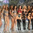 """Les égéries de Victoria's Secret Jasmine Tookes, Stella Maxwell, Romee Strijd, Martha Hunt, Sara Sampaio et Elsa Hosk interprètent """"2 U"""" de David Guetta (feat. Justin Bieber). Juin 2017."""