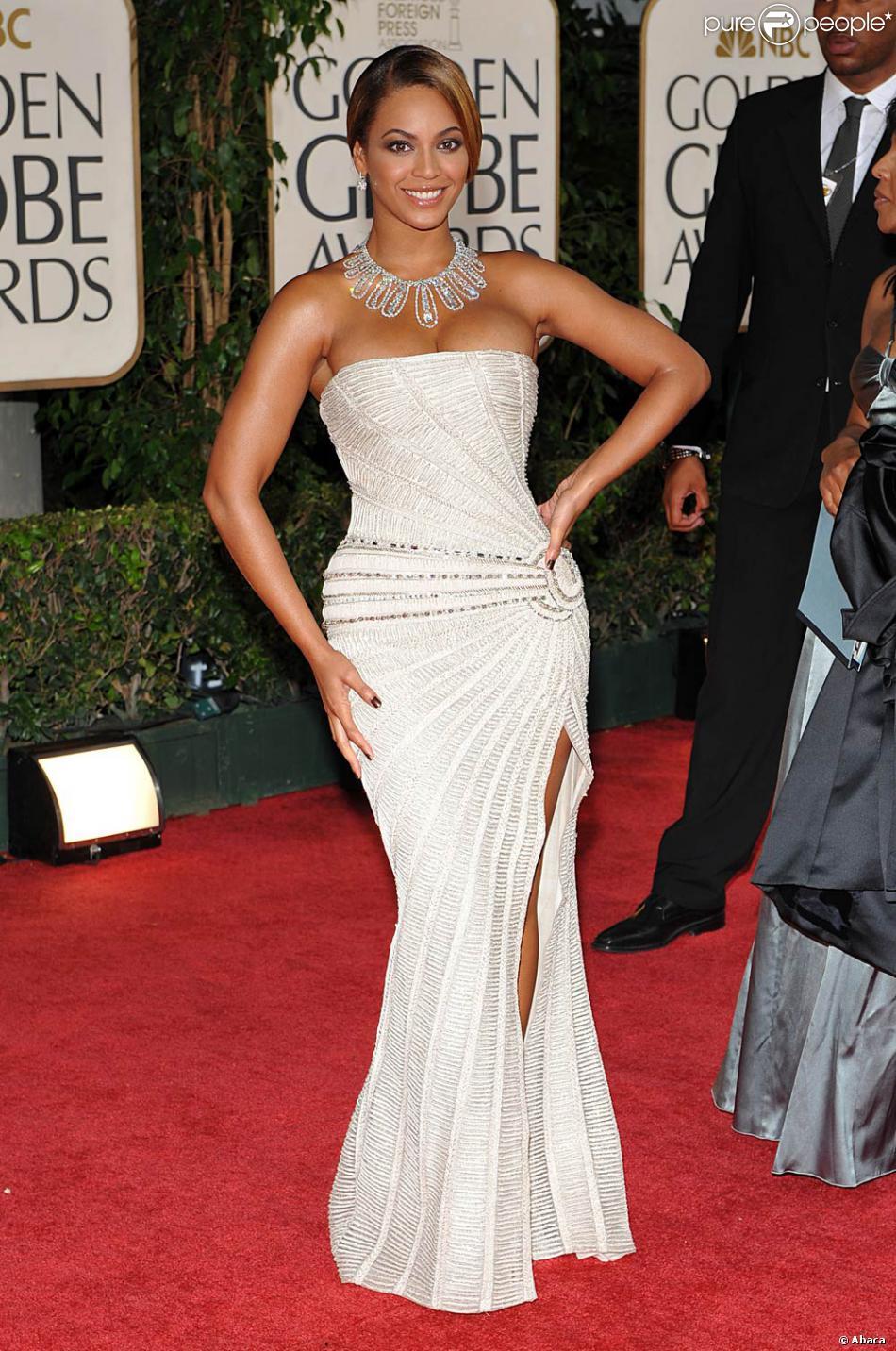 Beyonce Au Golden Globe Awards A Beverly Hills En Janvier 2009 Porte Une Magnifique Robe Bustier Blanche Entierement Pailletee Purepeople
