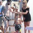 Lionel Messi en vacances sur un yacht avec leurs familles et des amis au large de Formentera le 12 juin 2017.