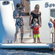 Lionel Messi et son fils Mateo en vacances sur un yacht avec leurs familles et des amis au large de Formentera le 12 juin 2017.