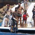 Lionel Messi, Luis Suarez, Cesc Fabregas et Sofia Balbi (Femme de L.Suarez) en vacances sur un yacht avec leurs familles et des amis au large de Formentera le 12 juin 2017.