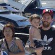 Lionel Messi et son fils Mateo en vacances à Ibiza le 12 juin 2017.