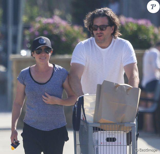 Exclusif - Shannen Doherty et son mari Kurt Iswarienko vont faire des courses à Malibu, le 22 avril 2017.