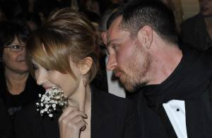 Kylie Minogue se fait draguer par... un autre homme que son fiancé, chez Gaultier !