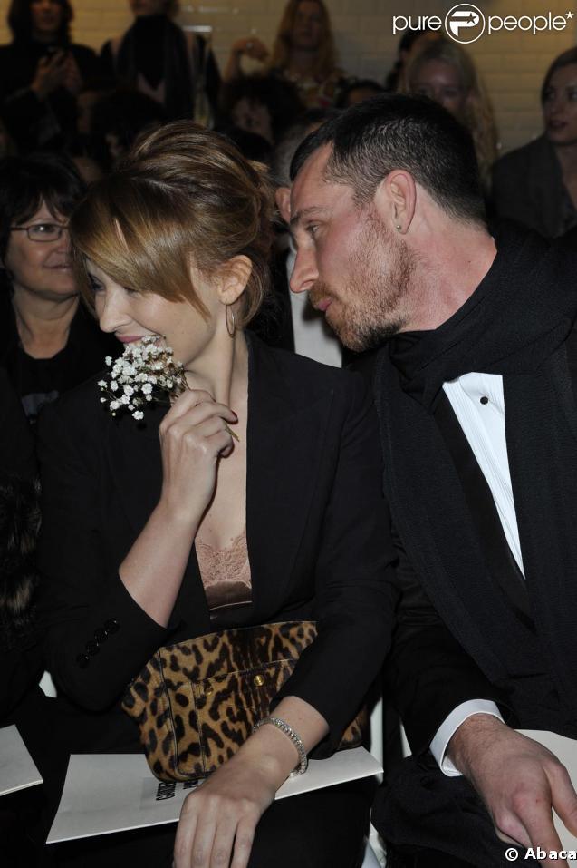 Kylie Minogue et un mystérieux inconnu très complices chez Gaultier