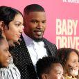 Jamie Foxx avec ses deux filles, Annalise et Corinne - Les célébrités arrivent à la première de 'Baby Driver' à Los Angeles le 14 juin 2017.