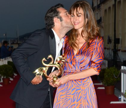 Nicolas Bedos et Doria Tillier romantiques à Cabourg, Elodie Frégé décolletée