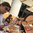 Valérie Bègue et Camille Lacourt se retrouvent pour célébrer la fête des pères avec leur fille Jazz au Café de l'homme, à Paris, le 18 juin 2017.