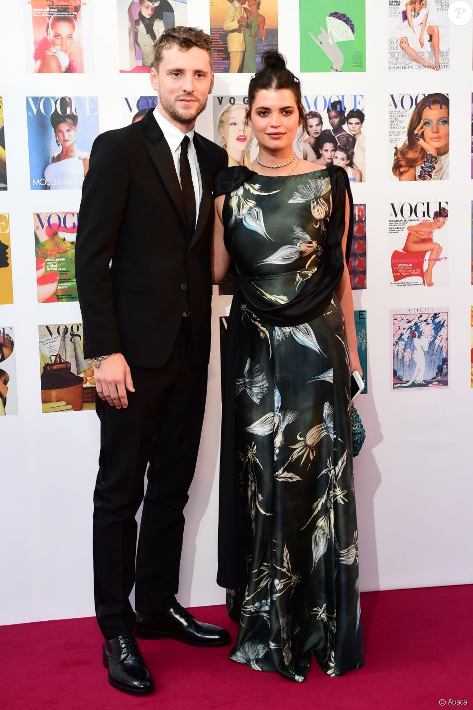 """Pixie Geldof et son compagnon George Barnett au dîner de gala de la soirée """"The Vogue 100"""" organisé dans les jardins de Kensington à Londres le 23 mai 2016"""