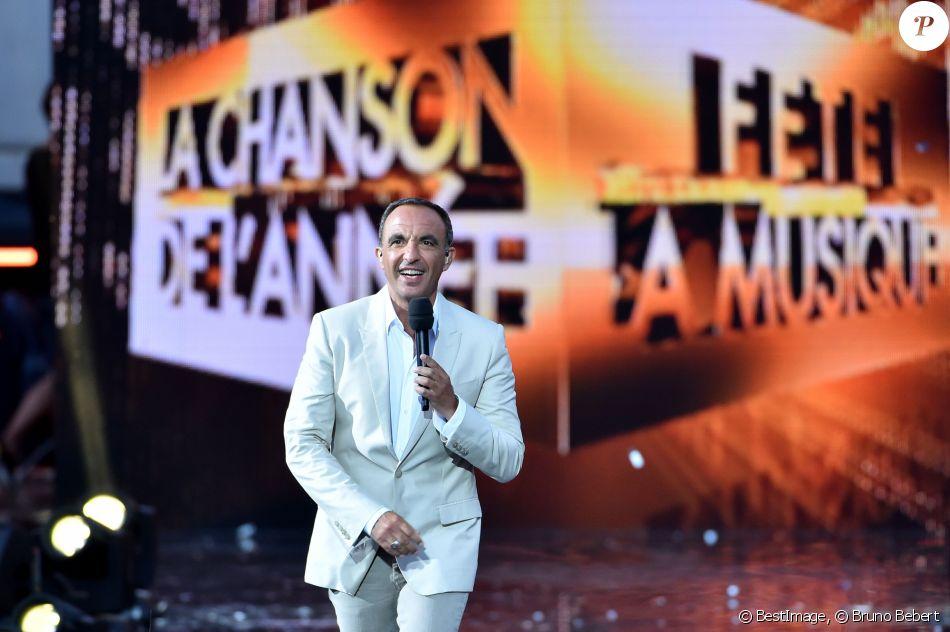 """Exclusif - Nikos Aliagas anime l'émission """"La chanson de l'année fête la musique"""" dans les arènes de Nîmes, diffusée en direct sur TF1 le 17 juin 2017. © Bruno Bebert/Bestimage"""