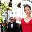 """Jenaye Noah (bijoux De Grisogono) - Montée des marches du film """"Mise à Mort du Cerf Sacré"""" lors du 70ème Festival International du Film de Cannes. Le 22 mai 2017. © Borde-Jacovides-Moreau/Bestimage"""