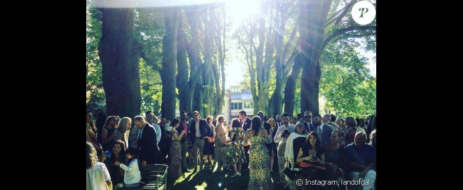 Photo du second mariage de Penn Badgley et Domino Kirke, le 25 juin 2017