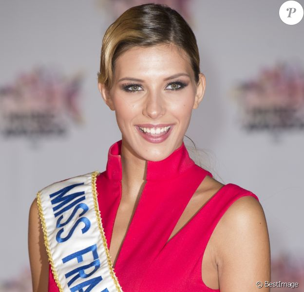 Camille Cerf (Miss France 2015) - Arrivées à la 17ème cérémonie des NRJ Music Awards 2015 au Palais des Festivals à Cannes, le 7 novembre 2015.