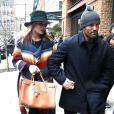 Jason Statham et sa femme Rosie Huntington-Whiteley enceinte se baladent à New York, le 7 avril 2017