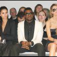 Mischa Barton adore la mode. Au défilé Elie Saab, assise à côté de Kanye West, elle a prouvé son goût pour la belle lingerie !