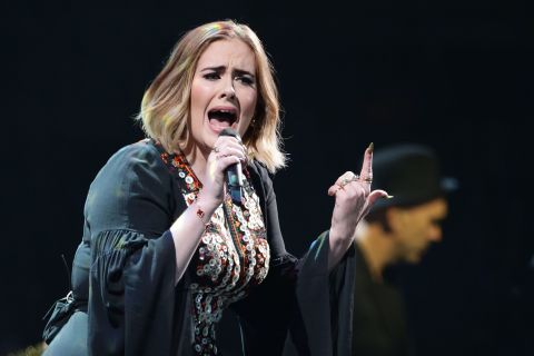 Adele : En colère, des fans s'en prennent à elle après sa dure décision...
