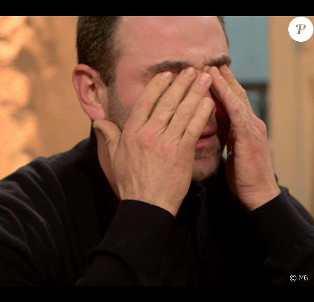"""Sébastien fond en larmes - """"L'amour est dans le pré 2017"""", le 3 juillet 2017 sur M6."""