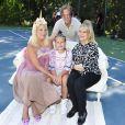 Tori Spelling fête le 9e anniversaire de sa fille Stella, sur le thème licorne, à Los Angeles, le 1er juillet 2017. Avec sa mère Candy et son frère Randy.