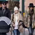 Exclusif - Nicky Hilton se promène avec son mari James Rothschild, leur fille Lily Grace en poussette et la soeur de James Victoria Rothschild à Aspen le 30 décembre 2016