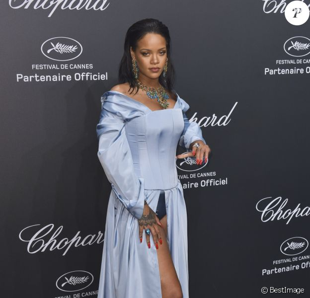 Rihanna (robe Christian Dior) - Photocall de la soirée Chopard Space lors du 70ème Festival International du Film de Cannes, France, le 19 mai 2017.