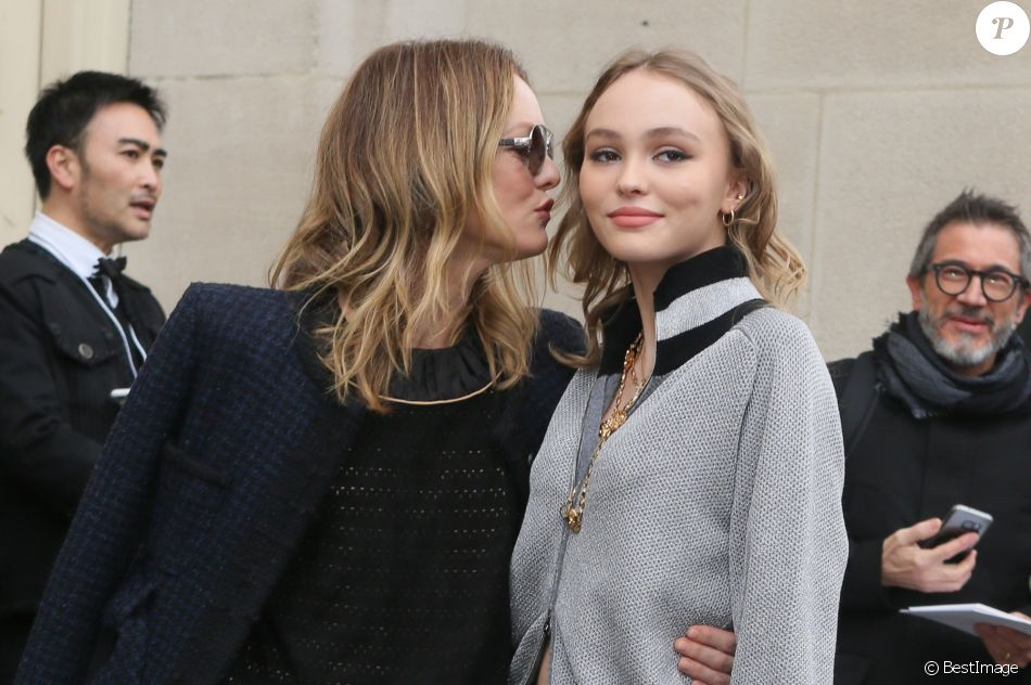 Vanessa Paradis et sa fille Lily-Rose Depp à Paris. Le 7 mars 2017 © CVS-Veeren / Bestimage