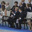 Melania Trump, le président des Etats-Unis Donald Trump, Emmanuel et Brigitte Macron ainsi que les membres du gouvernement lors du défilé du 14 juillet (fête nationale), place de la Concorde, à Paris, le 14 juillet 2017, avec comme invité d'honneur le président des Etats-Unis. © Pierre Pérusseau/Bestimage