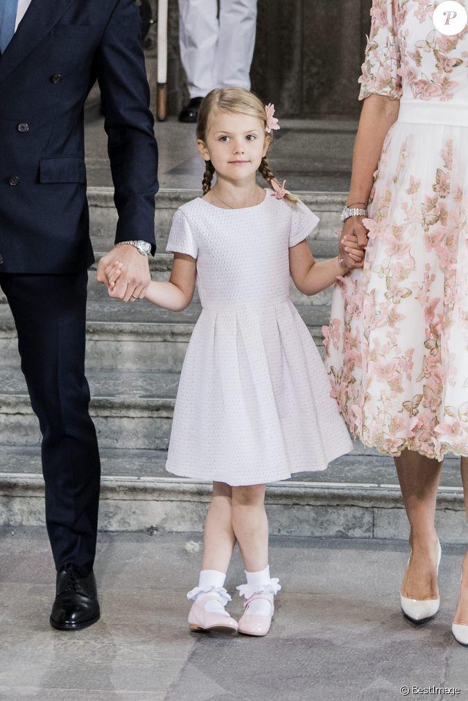 La princesse estelle assiste une messe l 39 occasion du for Code de robe de mariage de palais de justice