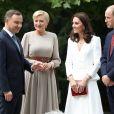 Kate Middleton et le prince William, duc et duchesse de Cambridge, ont été accueillis le 17 juillet 2017 au palais du Belvédère à Varsovie, leur résidence pendant leur visite officielle en Pologne, par le président Andrzej Duda et son épouse Agata.