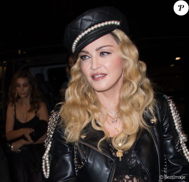 Madonna à l'exposition de Mert Alas & Marcus Piggott à Londres, le 27 octobre 2016