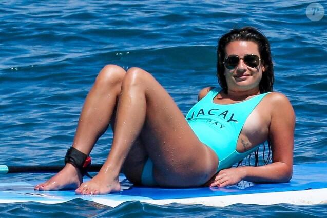 Exclusif -  Lea Michele fait du paddle sous le soleil de Maui à Hawaii, le 30 juin 2017