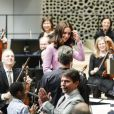 La duchesse Catherine de Cambridge, en visite avec William à l'Elbphilarmonie à Hambourg le 21 juillet 2017, s'est essayée à jouer les chefs d'orchestre.