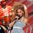 Beyoncé a profité d'un passage sur scène pour se recoiffer et montrer au public qu'elle porte bien ses sous-vêtements... Chic !