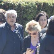 Obsèques de Charley Marouani : Enrico Macias uni avec sa fille et son petit-fils