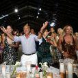Fawaz Gruosi heureux, avec sa compagne Sophie Taylor (à sa droite), le 8 août 2017 lors de la soirée pour son 65e anniversaire, sur le thème Time to Shine à l'hôtel Cala di Volpe à Porto Cervo, en Sardaigne. © Dominique Jacovides/Bestimage